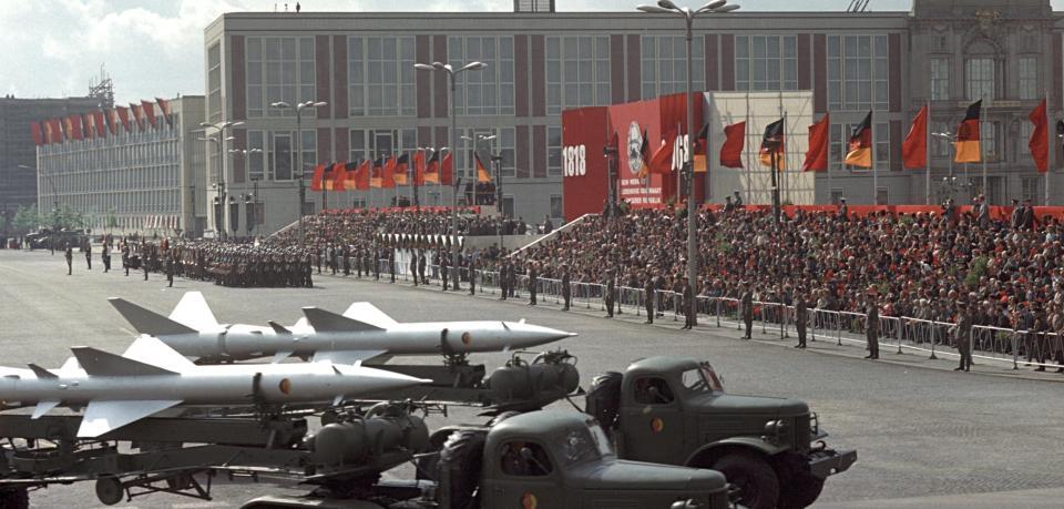 DDR-1-Mai-1968-Milit-rparade.jpg