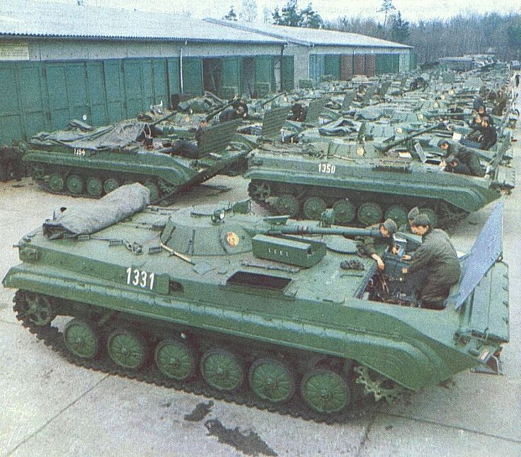 f716d18b2f88f24667f40f98ba88b760--east-germany-armored-vehicles.jpg