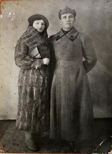 700_855_Mihail_Ivanovich_i_Nadejda_Trofimovna_Naumovi._18_fevralya_1935_g..JPG