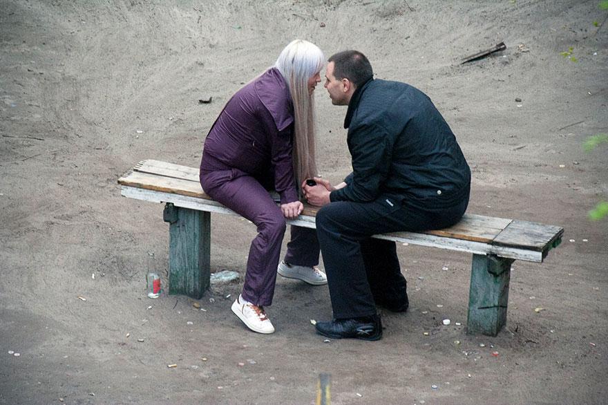 Фотограф 10 лет снимал жизнь на одной скамейке