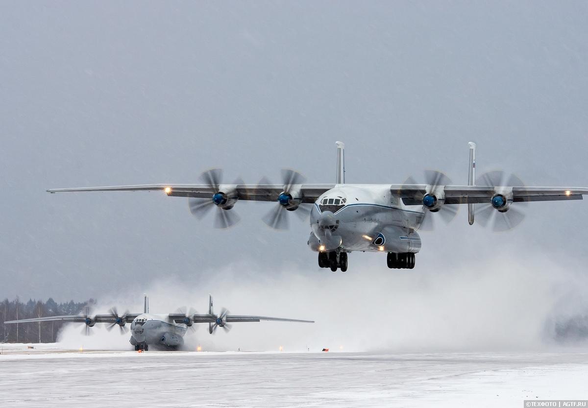 Отработка экипажами ВТА посадки на грунт в сложных метеоусловиях
