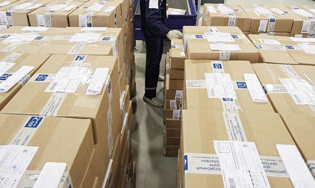 ФТС опровергла информацию озадержке тысяч посылок