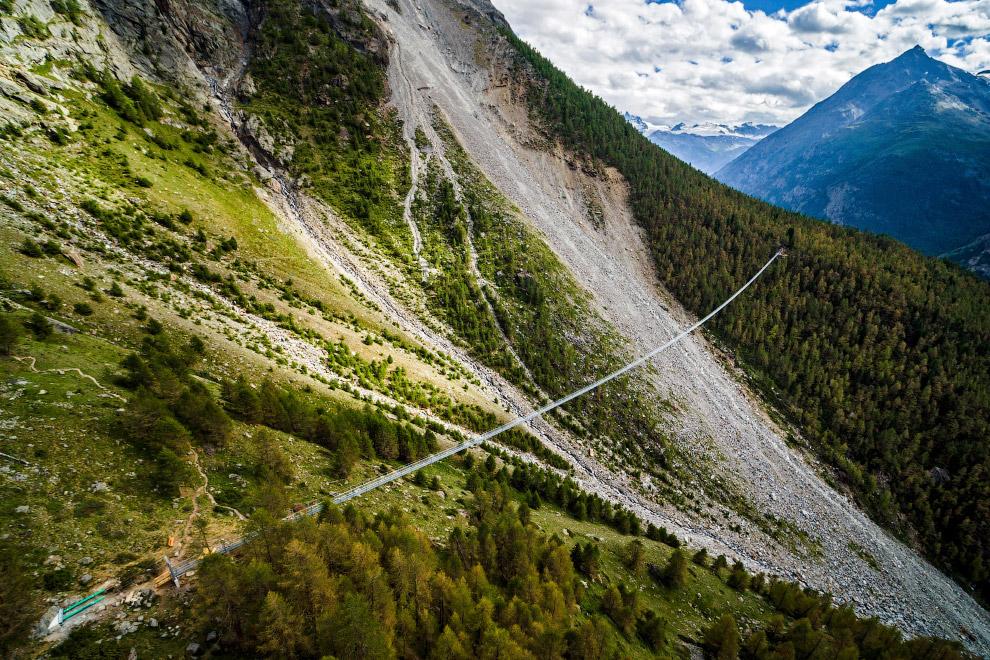 3. На строительство моста было потрачено около 750 тысяч долларов. (Фото Valentin Flauraud):