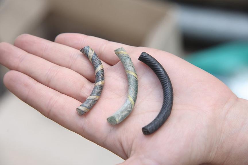В глубине Биржевой площади археологи наткнулись на десять ультрамодных для Древней Руси браслетов из