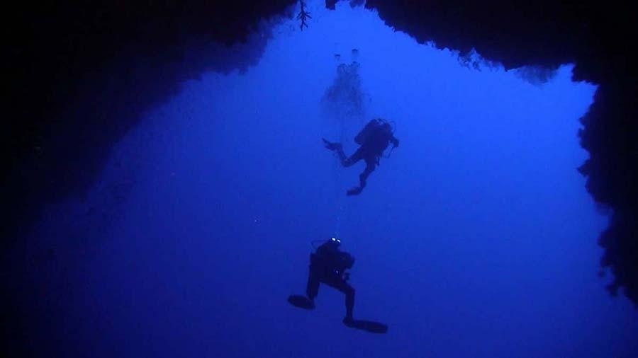 25. Сейчас глубины этой дыры служат игровой площадкой для дайверов и искателей приключений, обеспечи