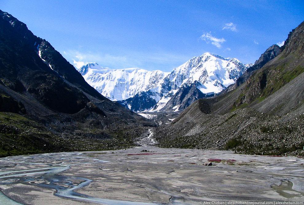 «Томские ночевки» (3100м) на леднике — это наивысшая точка нашего похода. Отсюда на восхожден