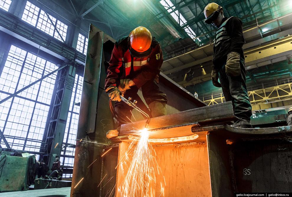15. Вес одной секции, собранной на Балтийском заводе, достигает 140 тонн.