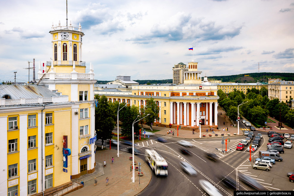 11. Администрация города считается одним из самых красивых зданий Кемерова. Его начали строить в 194