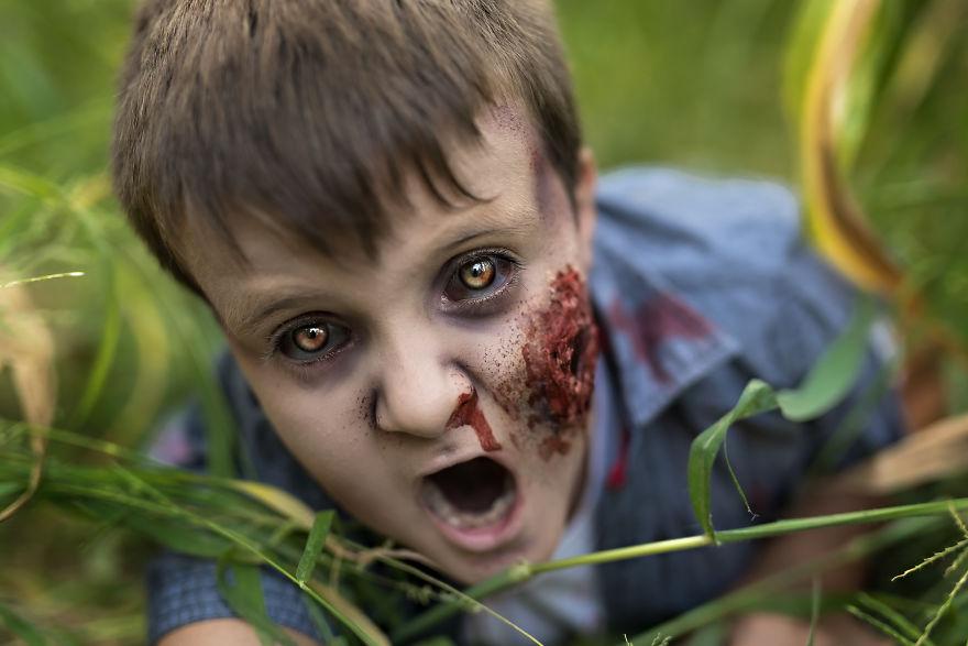 Как фотограф превращает своих клиентов в зомби