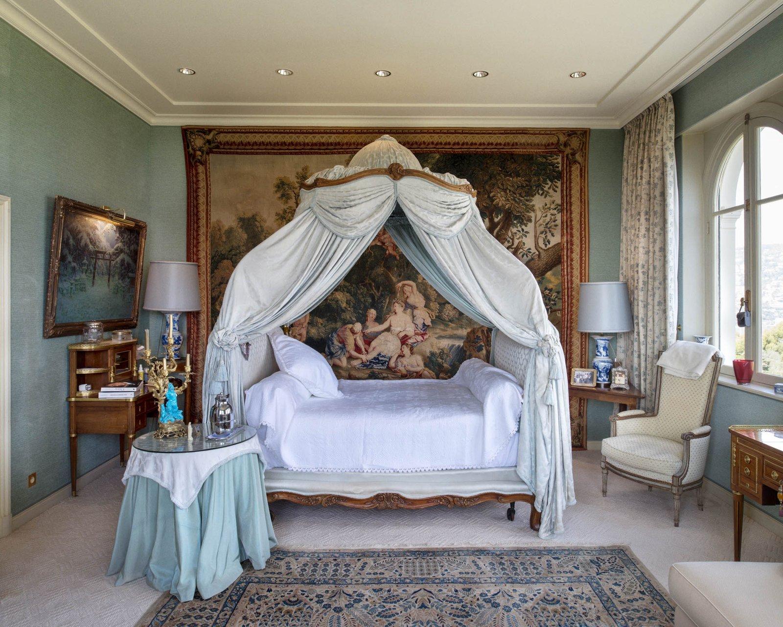 Сегодня собственники виллы Les Cedres — 187-летнего особняка с 14 спальнями площадью 1670 м? с приле