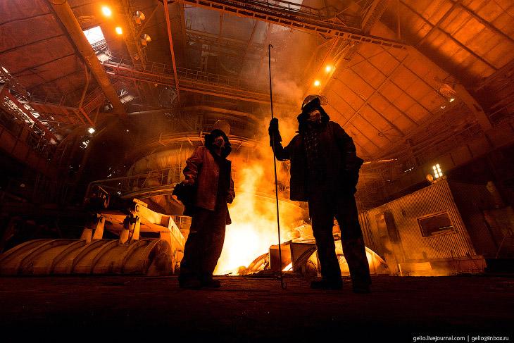 Фотографии и текст Славы Степанова   1. Магнитогорский металлургический комбинат расположен в г