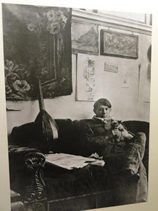4. Пикассо и его сиамский кот Мину.