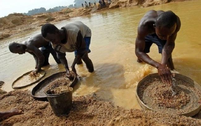 Добыча алмазов в Сьерра-Леоне — это грязный бизнес. Согласно оценкам общая стоимость добываемых сейч