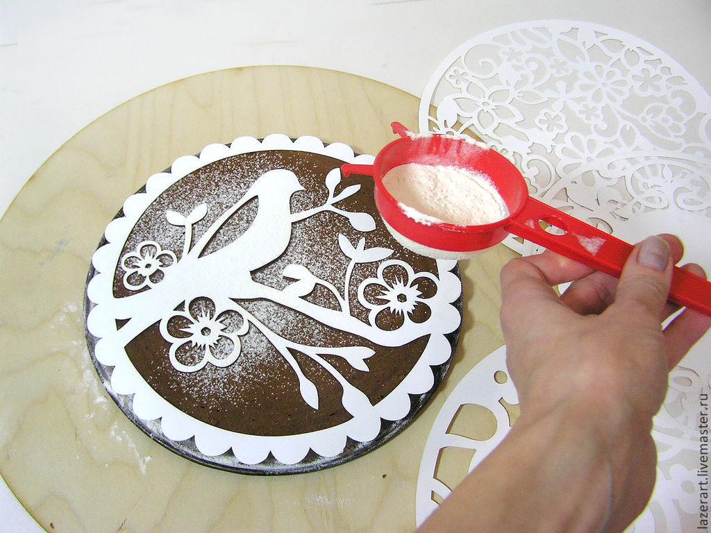 Как использовать трафареты для украшения тортов (1 фото)
