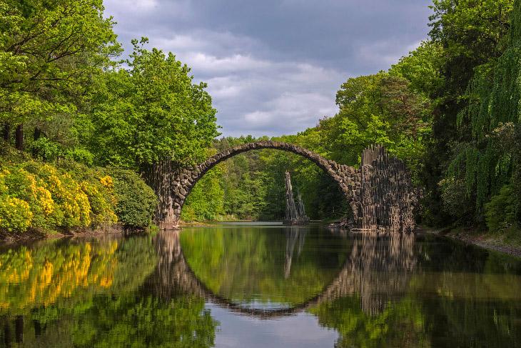 Самые впечатляющие мосты в мире (16 фото)