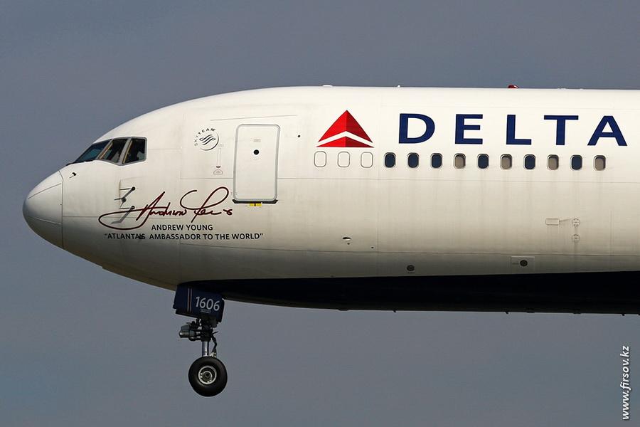 B-767_N16065_Delta_Air_Lines_zps5575faed.JPG