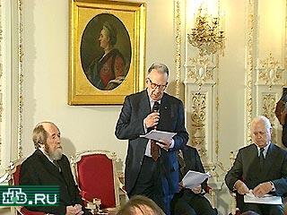 20001213-Александр Солженицын считает сейчас неуместным принятие госсимволики России~4-48939_20001213212346