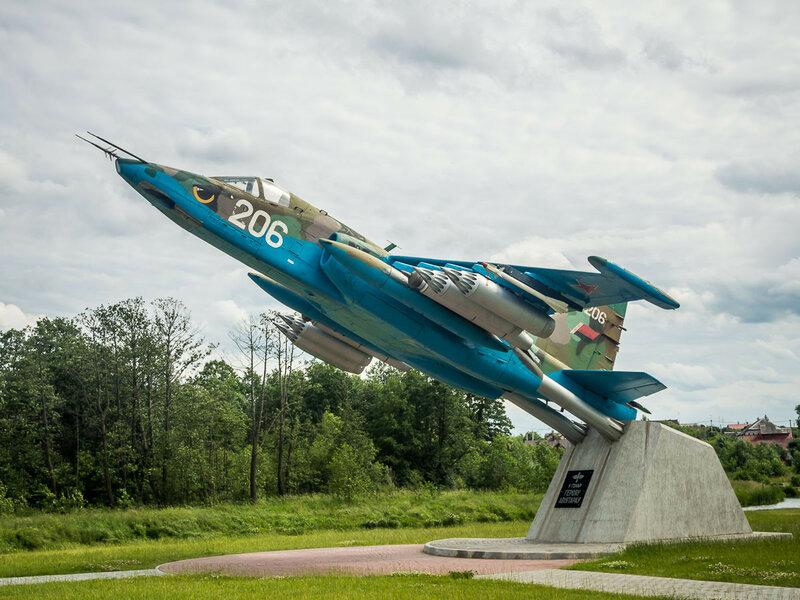 Памятник героям-авиаторам.