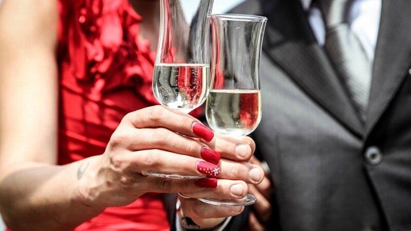 Профессии, при которых нужно пить алкоголь на рабочем месте