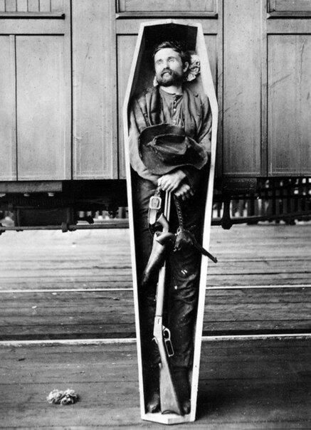 Тело грабителя Руби Барроу, 1890 год, США