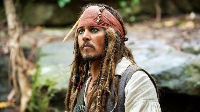 10. Снявшись в четырех частях «Пиратов Карибского моря», Джонни Депп заработал 185 миллионов долларо