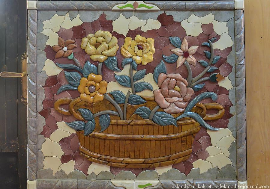 17. А эта мозайка совсем другого типа. Тут применены большие камни, но картины выглядят красиво и эф