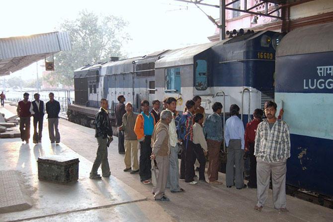 3. 8-е место отдано индийской железной дороге, принадлежащей государству. 115 тысяч километров желез