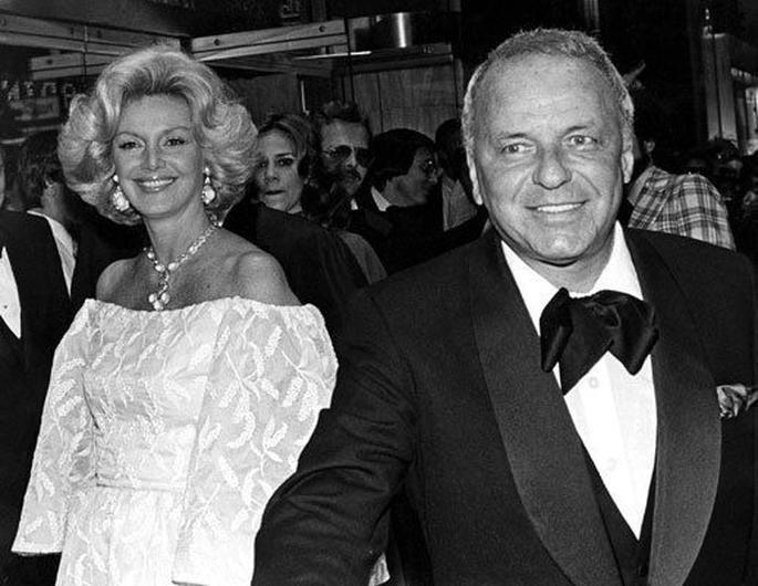 Миа Фэрроу Мие Фэрроу (третьей жене Синатры) был 21 год, а Синатре – 51, когда они познакомили