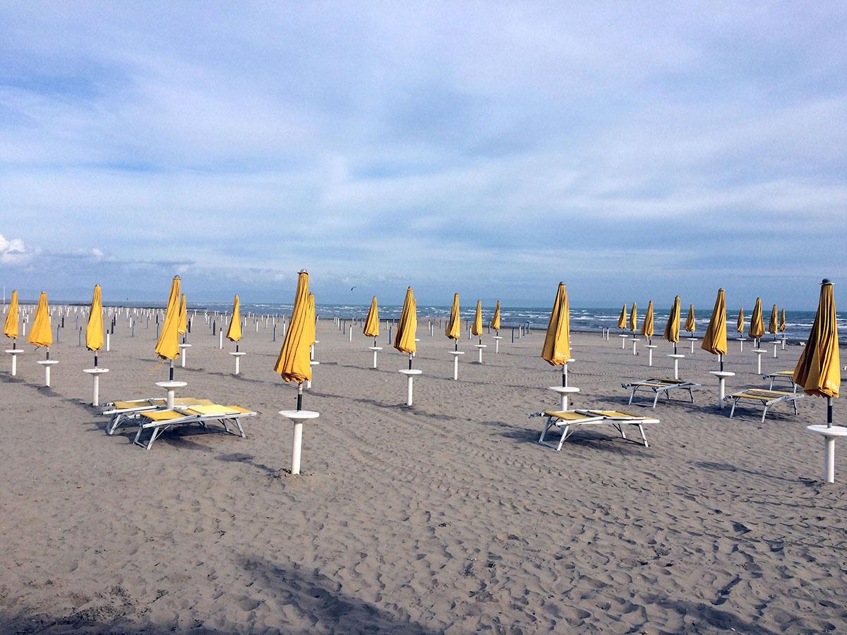 25. Пляжи города регулярно получают звание Regina delle Spiaggie — «Лучший пляж Италии». Береговая л