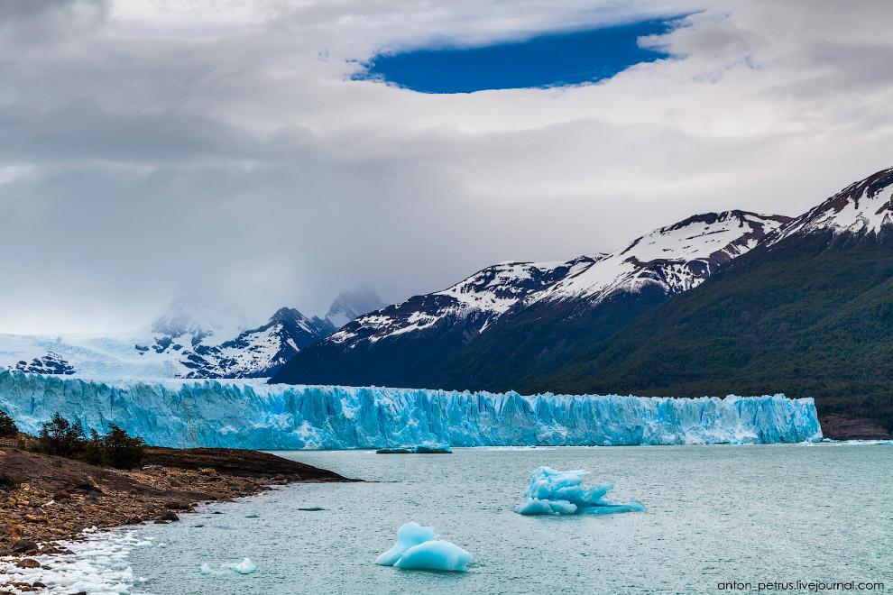 8. Выглянуло солнце и все вокруг преобразилось. Оттенок льда изменился из чернильно-синего в пр