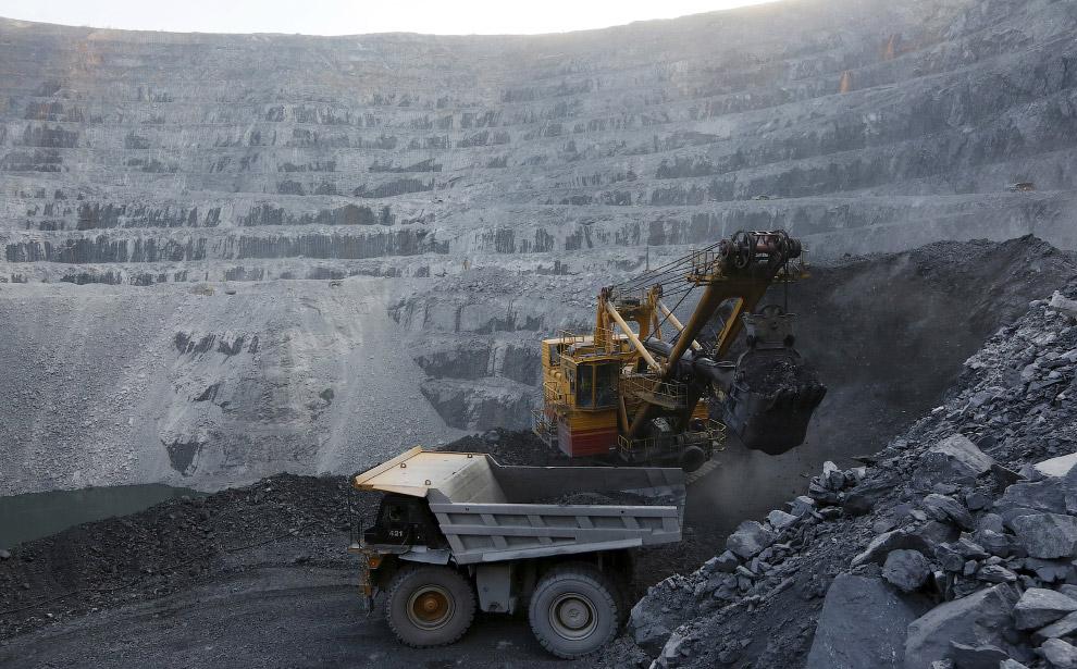 9. Вид на золоторудное месторождение Титимухта, 1 июля 2015. (Фото Ilya Naymushin | Reuters):<b