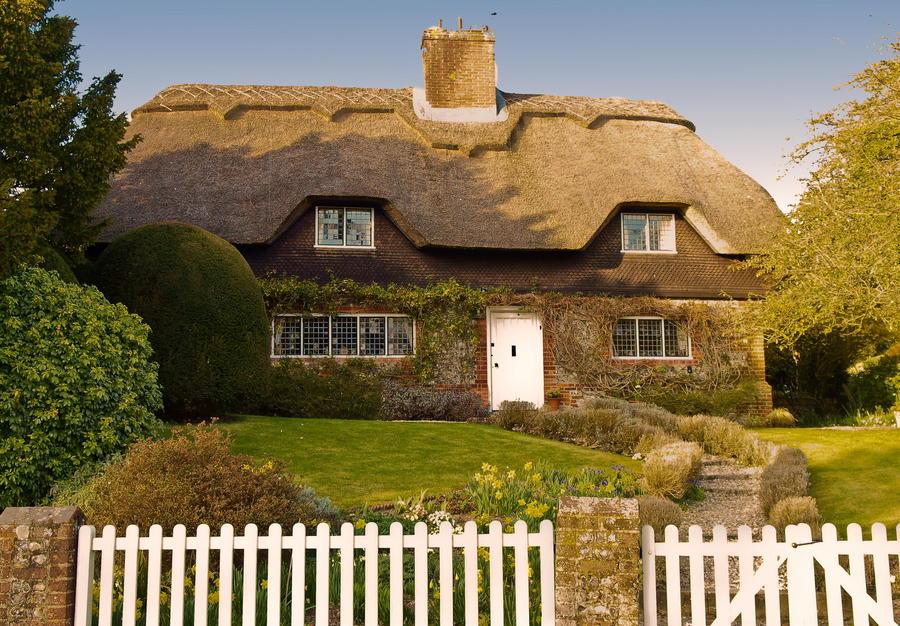 2. Уютный домик в деревне Кроули, Англия.