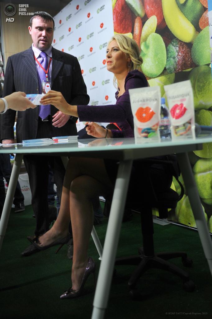 Россия. Москва. 29 апреля. Теннисистка Мария Шарапова на презентации конфет «Sugarpova» в ТЦ «Lo