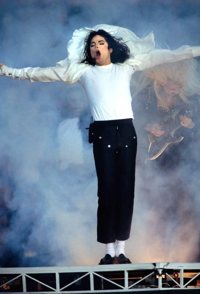 Майкл Джексон выступает перед 30 000 детей на концерте Super Bowl Half-Time Show 31 января 1993 года