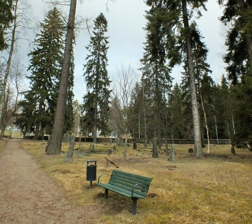 2_Скамейка на кладбище_Миккели.JPG