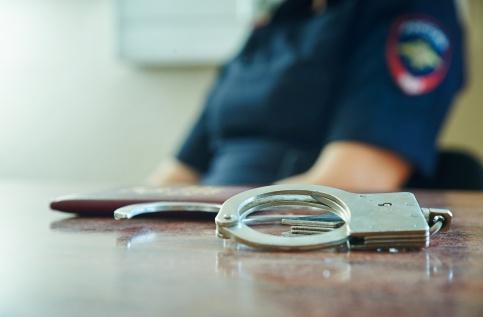 Ограбление по-московски: вооруженные преступники вмасках напали насалон мобильной связи