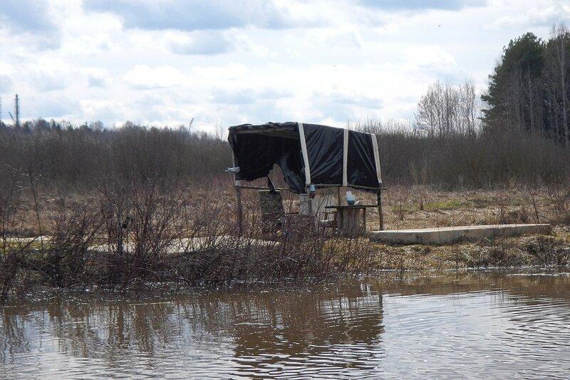 палатка браконьеров на берегу оз. Бобровое