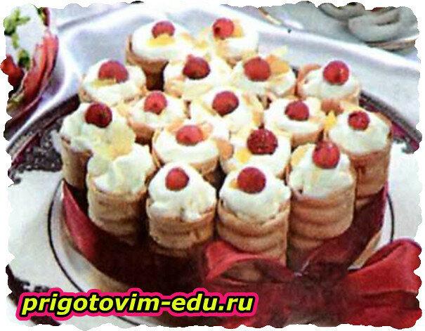 Вафельные канапе с фруктами