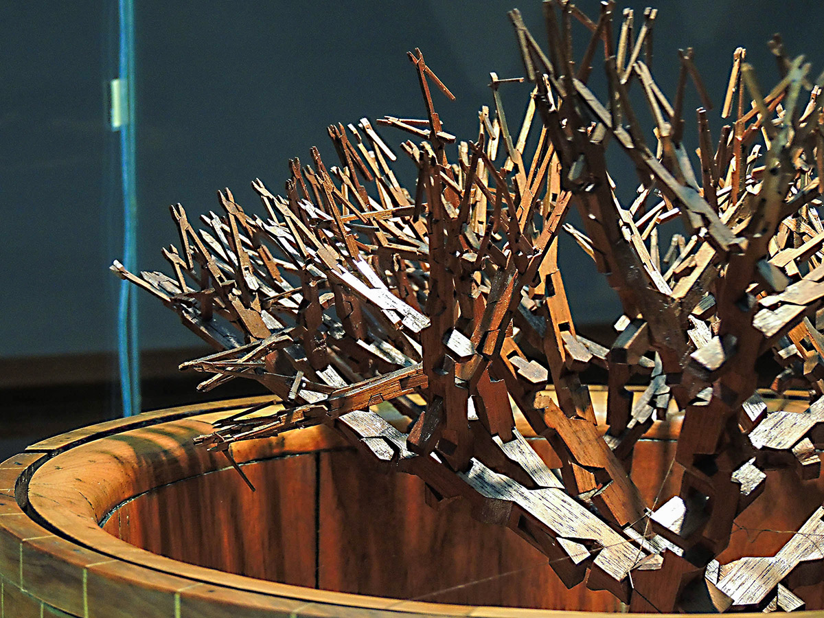A Tree of 511 Interconnected Pliers Carved from a Single Block of Wood by Ernest Warther (3 pics)
