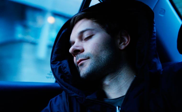 Hypnos – A clever sweatshirt with an inflatable hood to take a nap anywhere! (14 pics)