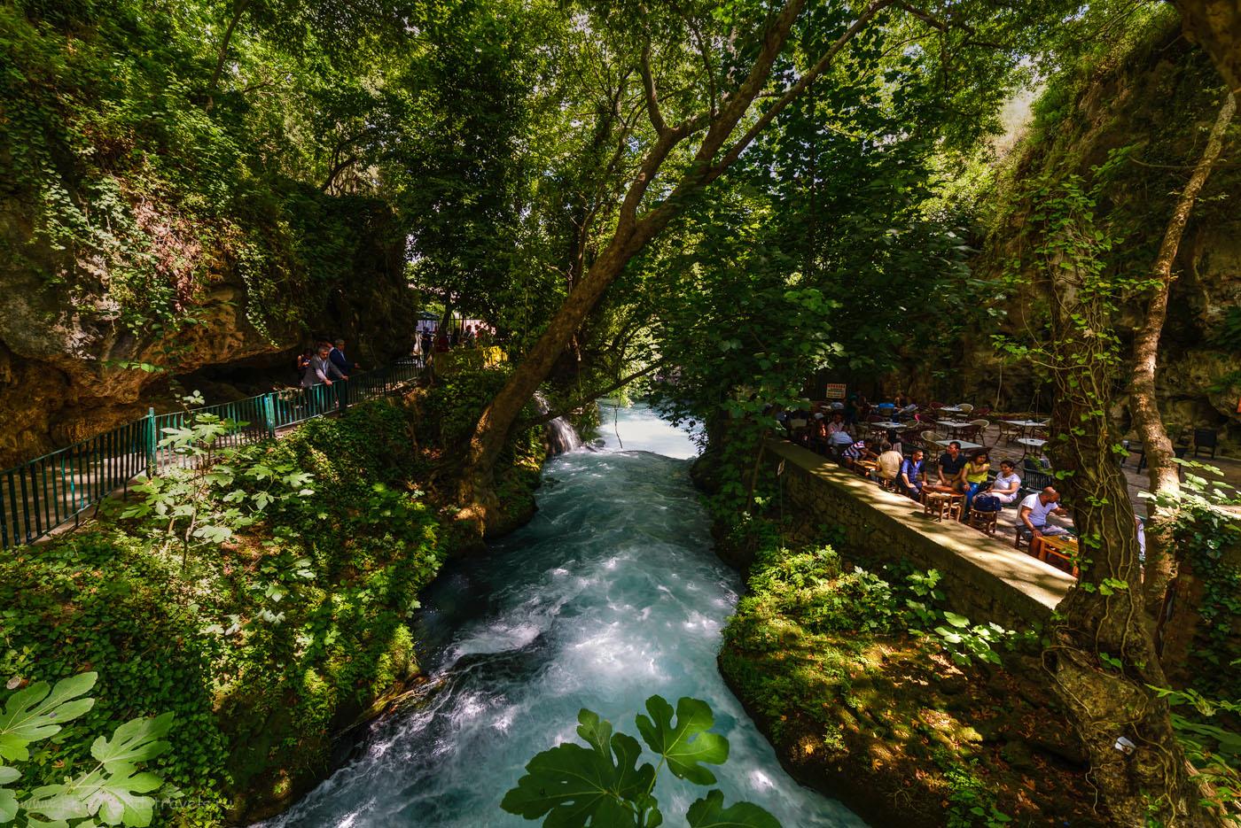 Фото 17. Река Дюден в парке Düden Şelalesi. Рассказы туристов об экскурсиях в Анталии. Интересные достопримечательности, что можно посмотреть во время отдыха в Турции. Тонмаппинг. Ширик Самъянг 14 мм.