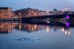 Вид на Благовещенский мост весенним тёплым вечером.