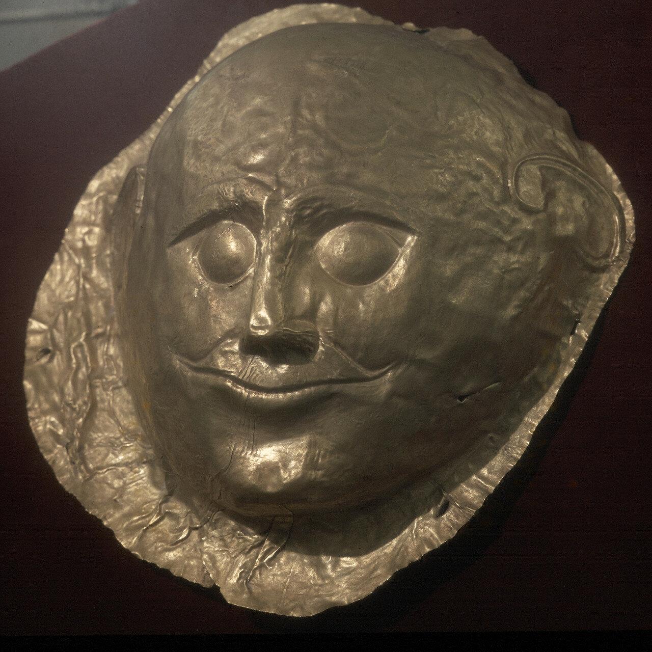 Афины. Национальный археологический музей. Золотая посмертная маска из Микен, XVI в. до н.э