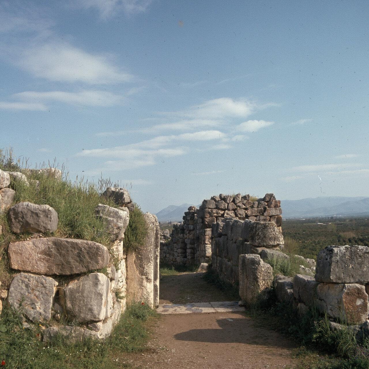 Тиринф. Цитадель. Главные ворота. Дорога к верхнему замку