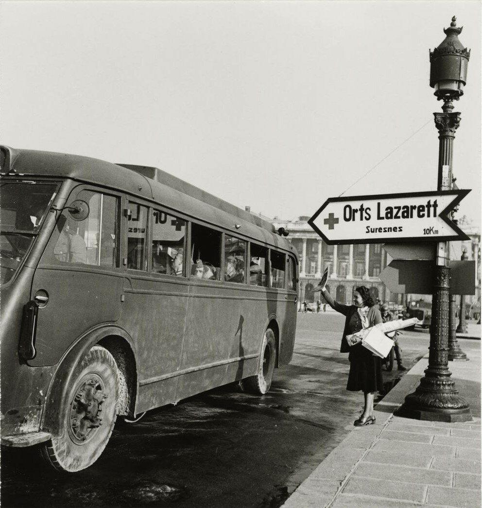 Армейский автобус на площади Согласия