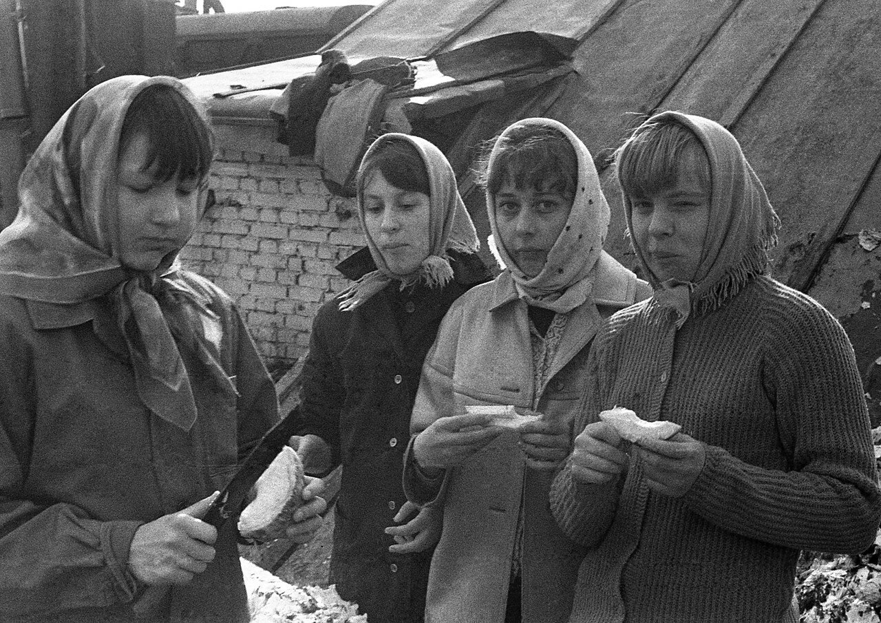 07. Таня Рукавишникова,Таня Краснова, Наташа Бойко и Таня Деменкова