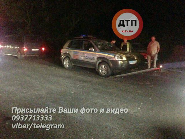 Из-за столкновения полицейских автомобилей в Киеве пострадали 2 человека. ФОТОрепортаж