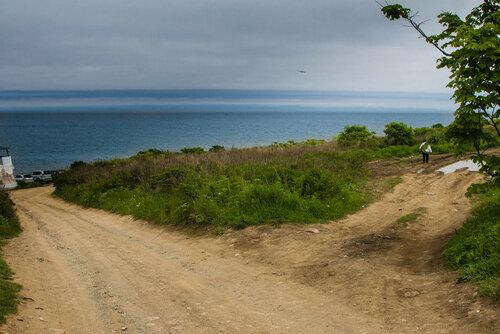 Налево - пляж, направо - мыс