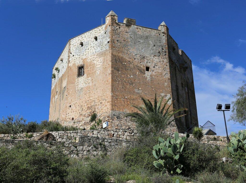 Велес-де-Бенаудалья. Крепость Ульоа (El Castillo de los Ulloa)