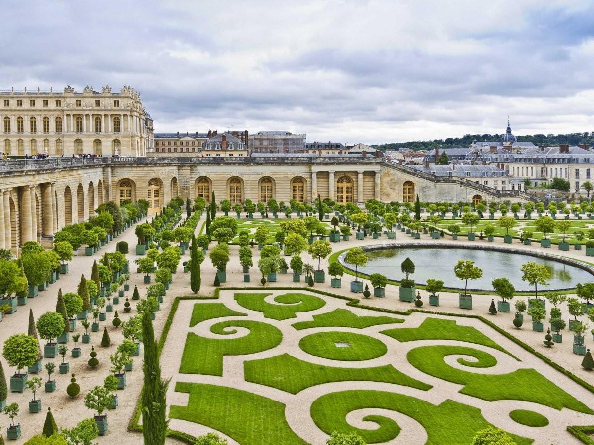 39. Поплутайте по лабиринту садов Версальского дворца недалеко от Парижа, Франция.